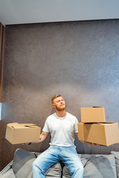 Handsome man is preparing a few boxes Free Photo