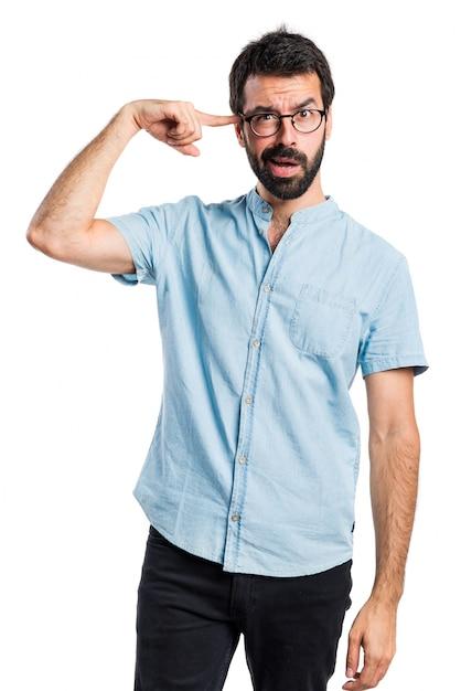 狂ったジェスチャーを作るハンサムな男 無料写真