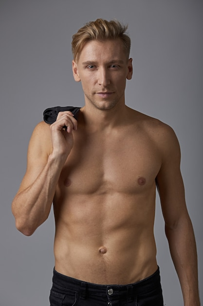 Handsome man with naked torso Free Photo