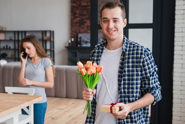 Handsome man with presents for wife Free Photo
