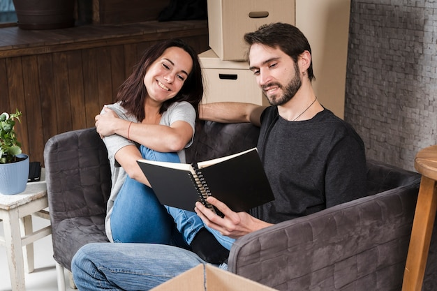 Handsome man and woman planning relocation Free Photo