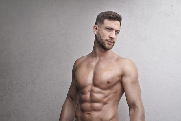 Handsome muscled man Premium Photo