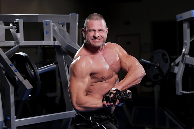 Handsome muscular man at a gym Free Photo