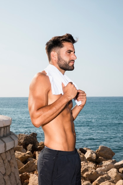 Handsome sportive male having break after intense workout Free Photo