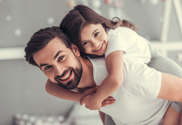 Handsome young dad and his cute little daughter. Premium Photo