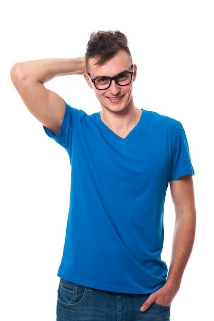 ファッションメガネをかけているハンサムな若い男 無料写真