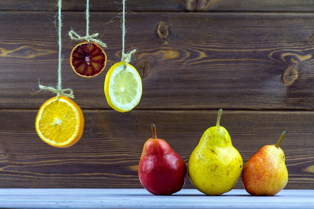 Hanging on ropes slices of lemon, orange and lime Premium Photo
