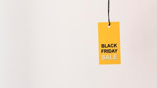 黄色の黒い金曜日販売ラベルコピースペースをぶら下げ 無料写真