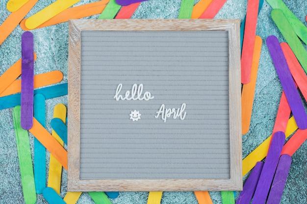 주위에 다채로운 스티커와 함께 행복 한 4 월 포스터 무료 사진