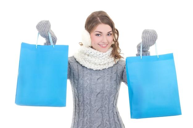 겨울 옷 쇼핑 가방에 행복 한 아름 다운 여자 프리미엄 사진