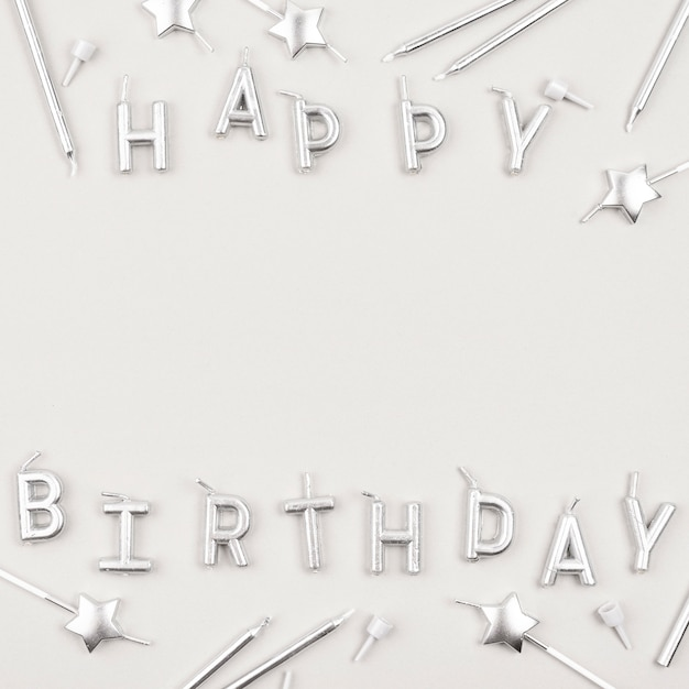 Candele di buon compleanno sopra la vista Foto Gratuite