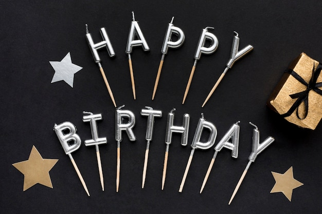 С днем рождения сообщение рядом с подарком Бесплатные Фотографии