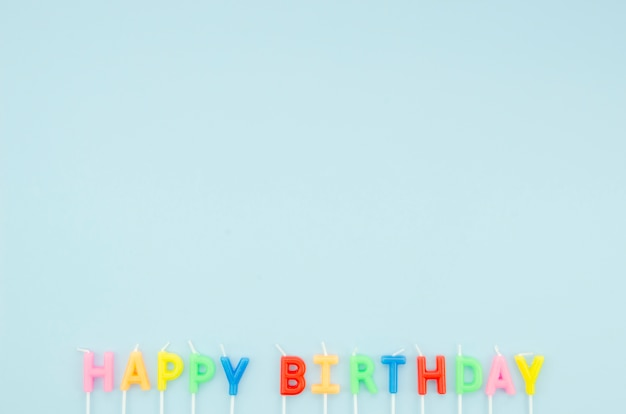 Happy birthday message on blue background with copy space Free Photo