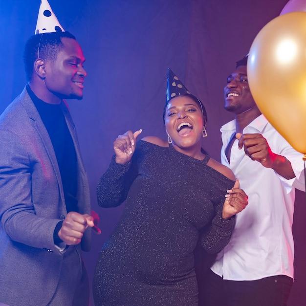 С днем рождения, танцы Premium Фотографии