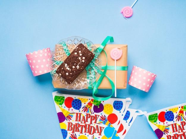 Happy birthday party items flat lay Premium Photo