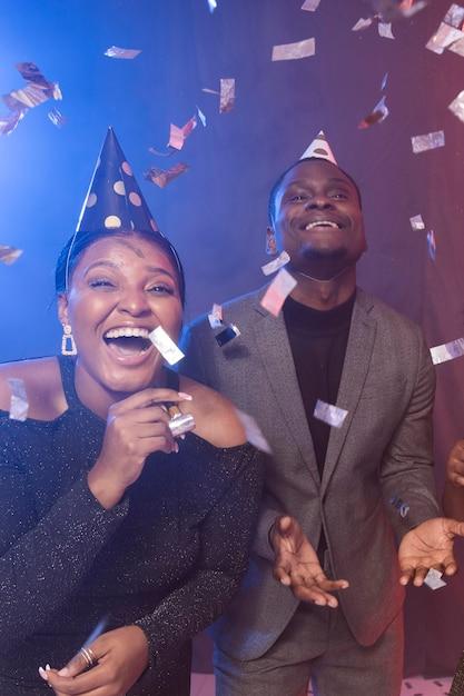 색종이와 생일 축하 파티 프리미엄 사진