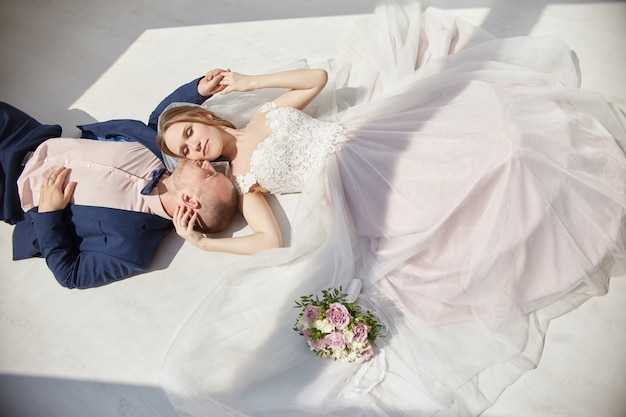 Happy bride and groom hugging and kissing Premium Photo