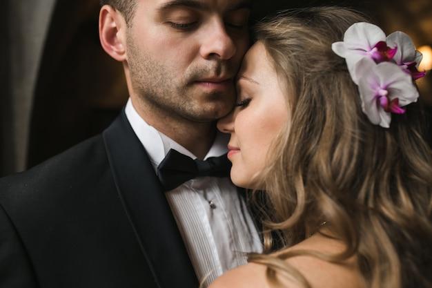 Happy bride with head on boyfriend's shoulder Free Photo