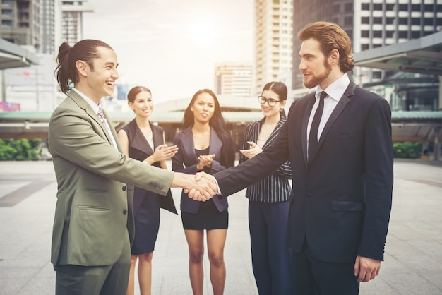 Happy business people shaking hands. business success. Free Photo