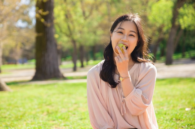Happy cheerful asian girl keeping healthy diet Free Photo
