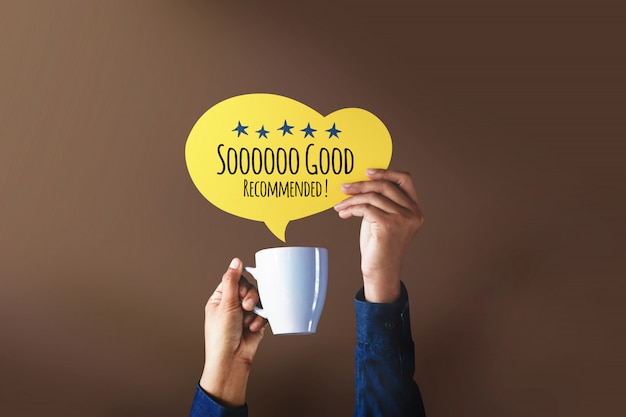 Happy client giving five star rating and positive review on a speech bubble over cup of coffee Premium Photo