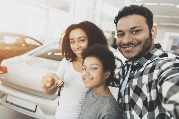 Happy couple and child take selfie with car keys. Premium Photo