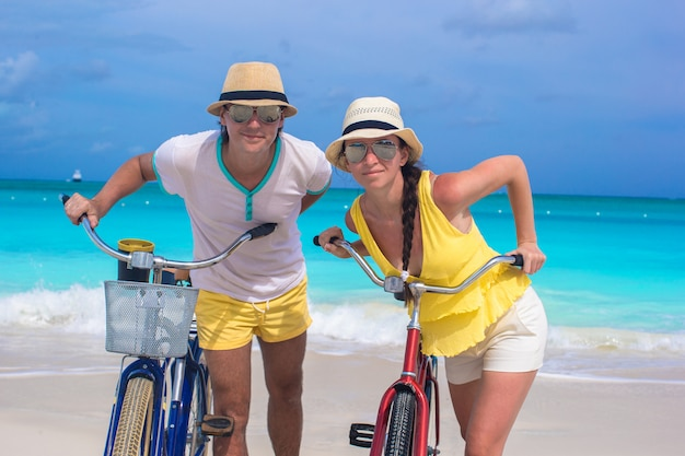 Happy couple with bikes on summer caribbean vacation Premium Photo