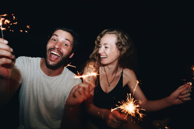 Happy couple with sparklers in the night Premium Photo