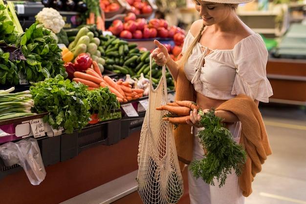Happy customer buying carrots Premium Photo