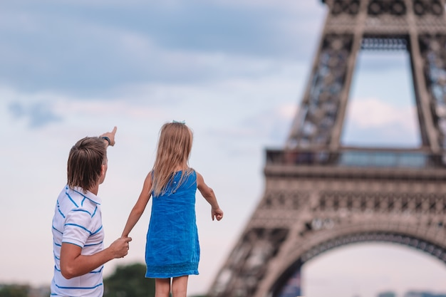 Happy dad and little adorable girl traveling in paris near eiffel tower Premium Photo