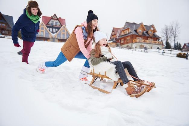 冬休みの幸せな家族 無料写真