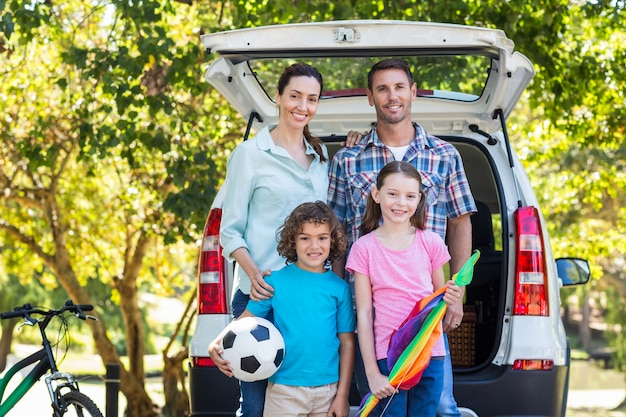 Happy family getting ready for road trip Premium Photo