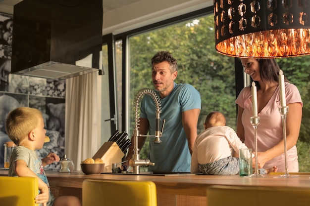 Happy family in the kitchen Premium Photo