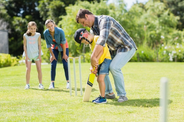 Happy family playing cricket together Premium Photo