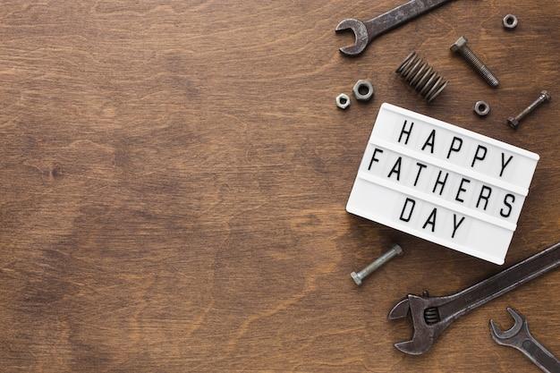 Счастливый день отца на деревянном фоне Бесплатные Фотографии