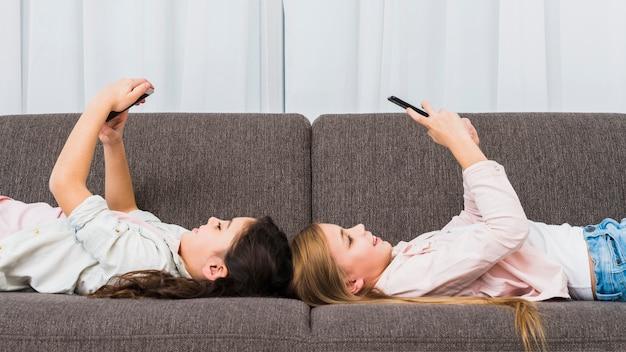 Anak main ponsel