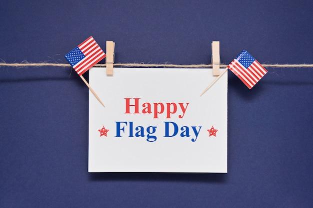 Поздравительная открытка с текстом happy flag day сша за 14 июня Premium Фотографии