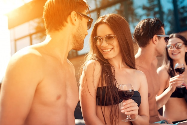Happy friends enoying pool party. summer vacation concept Premium Photo