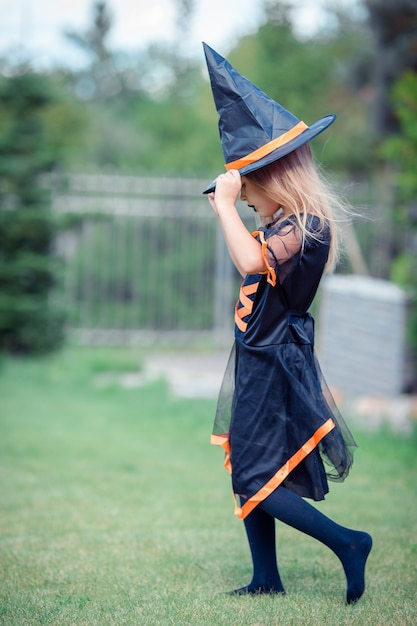 Happy girl in halloween costume Premium Photo