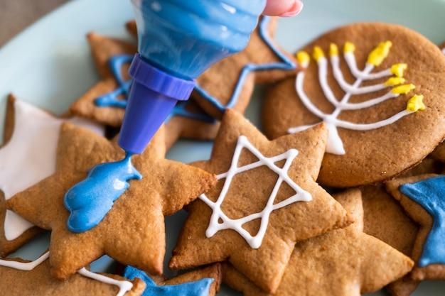 Счастливое праздничное печенье хануки с символами Бесплатные Фотографии