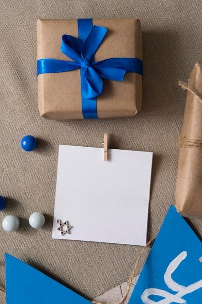 Счастливый традиционный фестиваль хануки подарок с голубой лентой Бесплатные Фотографии