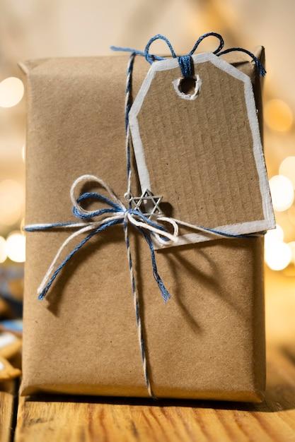 Счастливый традиционный фестиваль хануки с подарком в упаковке Бесплатные Фотографии