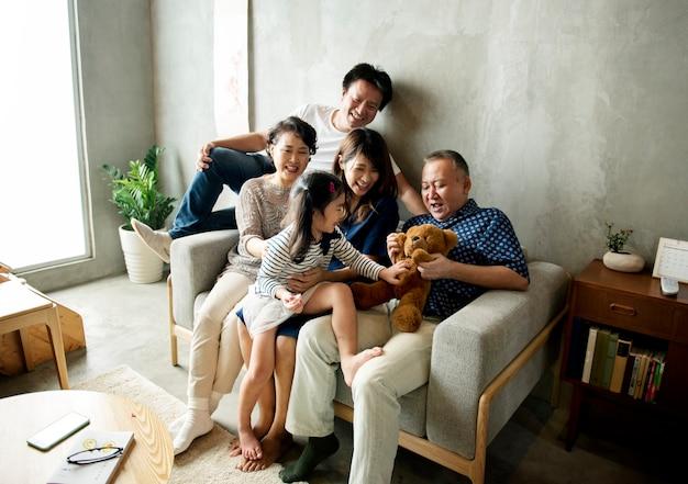 Happy japanese family Premium Photo
