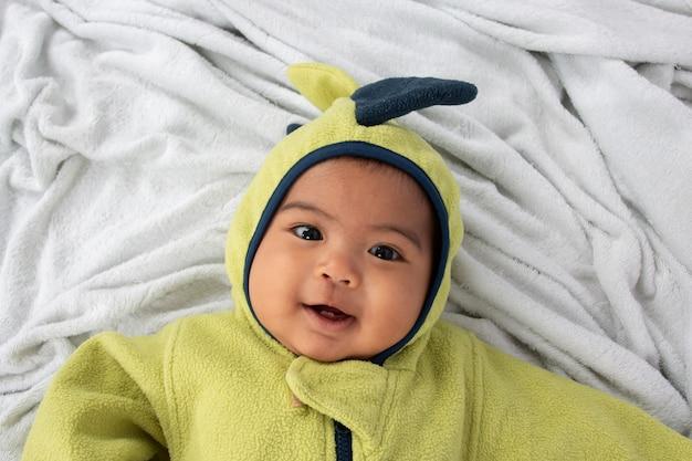Happy little baby boy lying on soft blanket  and smile Premium Photo
