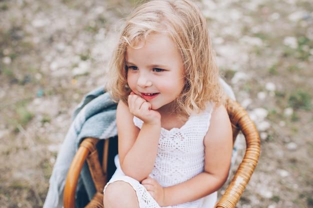 happy little girl - 626×416