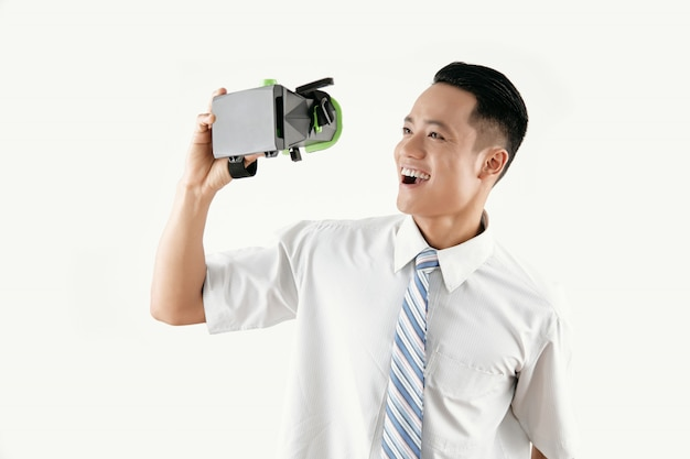 Happy man with vr headset Free Photo