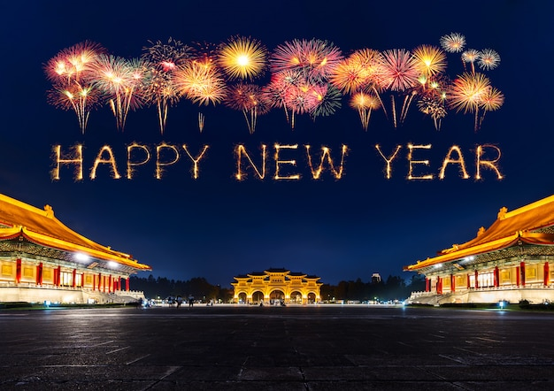 Happy new year fireworks over chiang kai-shek memorial hall at night in taipei, taiwan Premium Photo