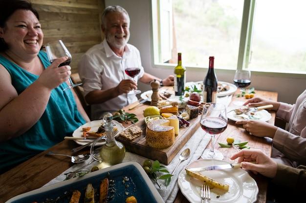 Happy people having a cheeseplatter and wine Premium Photo