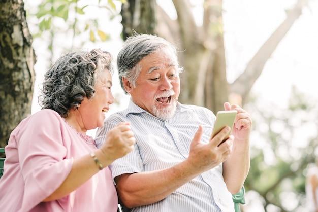 Happy senior couple exciting with smartphone Premium Photo