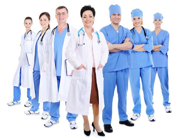Medici e chirurghi sorridenti felici isolati su bianco Foto Gratuite